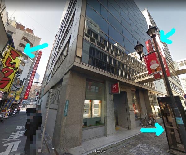 池袋のリンリンハウスと三菱UFJ信託銀行池袋支店と電話ボックス